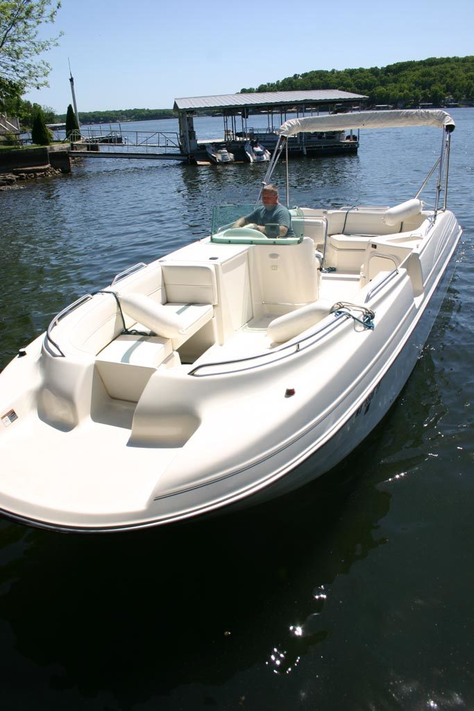Bayliner Rendezvous Deck Boat for Skiing